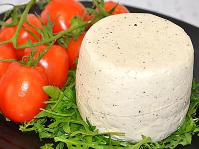 Ricotta salata di bufala al pepe nero